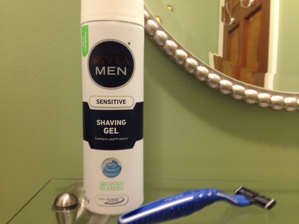 man's razor and shave gel